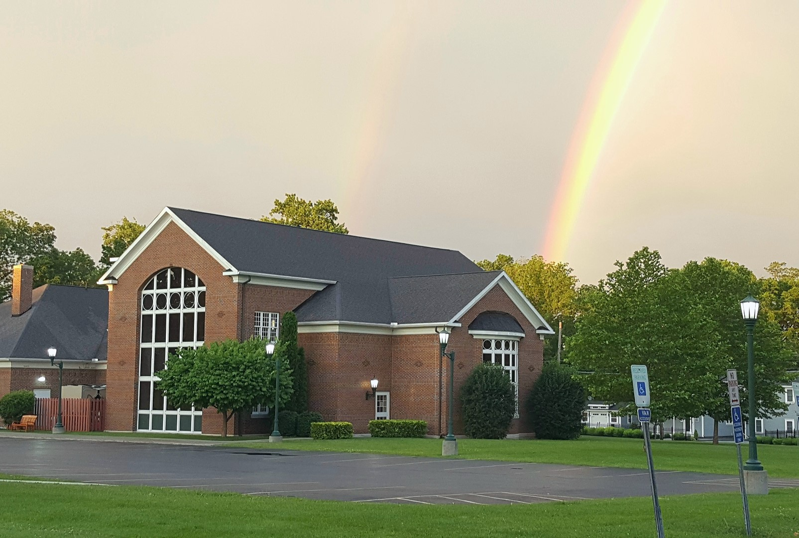 Rainbow over the library (photo)